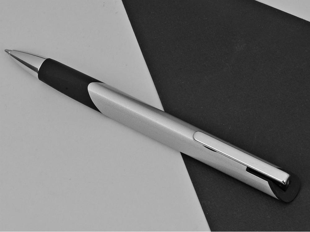 Ручка металлическая шариковая трехгранная Triangle